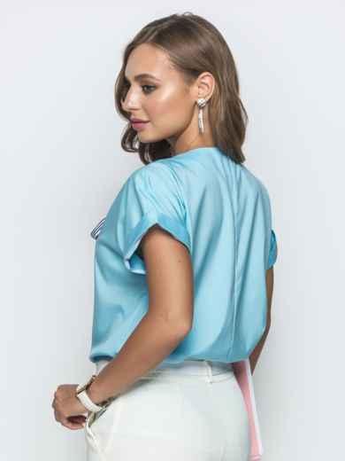 Голубая блузка прямого кроя с лентой по горловине - 39741, фото 3 – интернет-магазин Dressa