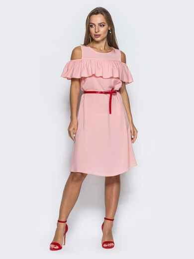 Платье с оборкой и открытыми плечами розовое - 14627, фото 1 – интернет-магазин Dressa