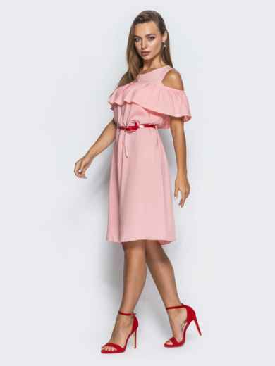 Платье с оборкой и открытыми плечами розовое - 14627, фото 2 – интернет-магазин Dressa