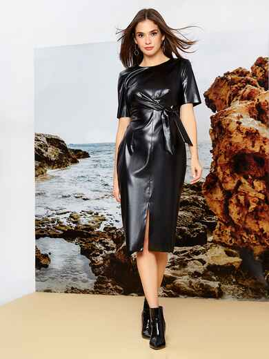 Платье приталенного кроя из эко-кожи с разрезом чёрное 42336, фото 1