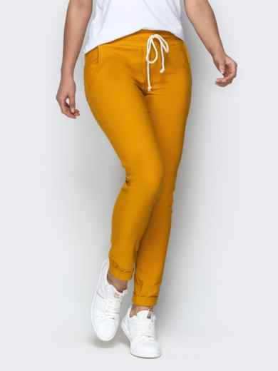 Зауженные брюки с отворотами и резинокй по талии горчичные 21076, фото 2