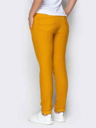 Зауженные брюки с отворотами и резинокй по талии горчичные 21076, фото 3