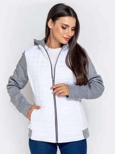 Белая куртка с капюшоном контрастной кокеткой 40486, фото 1