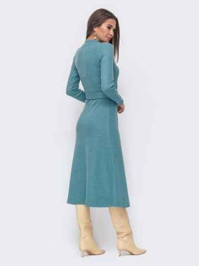 Расклешенное платье из трикотажа с поясом голубое 42223, фото 3
