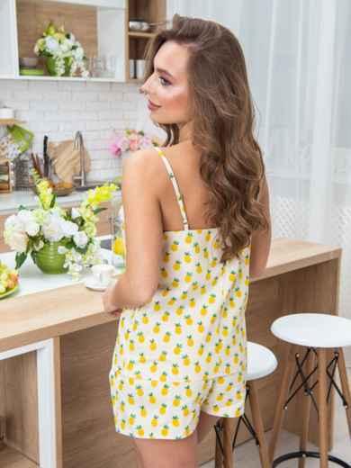 Жёлтая пижама с фигурным вырезом и гипюром на топе - 20697, фото 2 – интернет-магазин Dressa