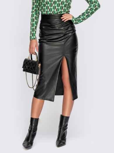 Черная юбка-карандаш с разрезом и сборкой сбоку 55596, фото 1