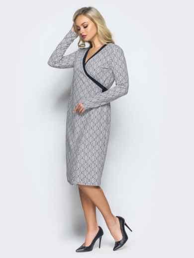 Платье с запахом и контрастным кантом по горловине светло-серое - 16241, фото 2 – интернет-магазин Dressa