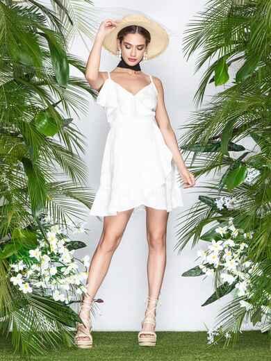Белое платье на тонких бретелях с запахом и оборками 22070, фото 1