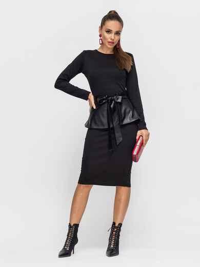 Платье-футляр чёрного цвета с баской из эко-кожи 50231, фото 1