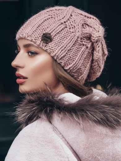 Шапка с ажурной вязкой на флисе пудровая - 40283, фото 2 – интернет-магазин Dressa