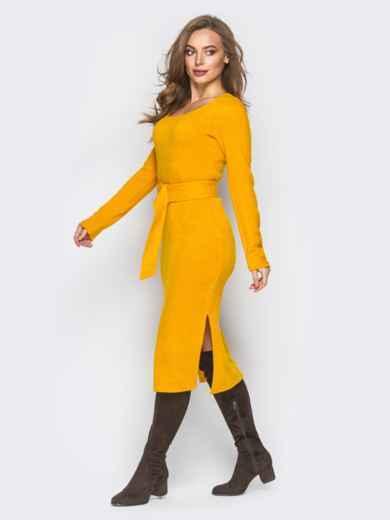 Желтое трикотажное платье-гольф с разрезами по бокам - 18349, фото 2 – интернет-магазин Dressa