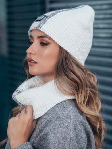 Комплект с контрастнй вязкой из шапки и хомута белый 40443, фото 3