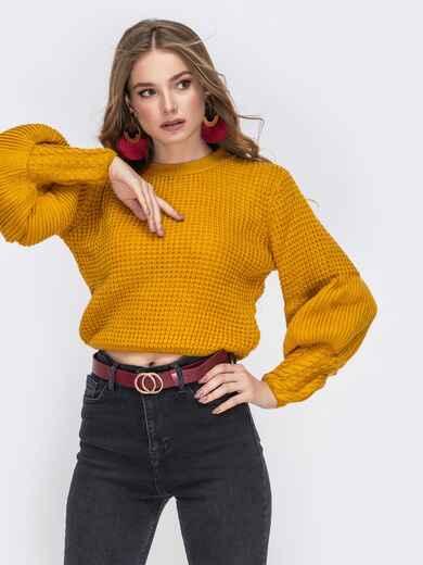 """Укороченый свитер с вязкой """"соты"""" и объемным рукавом горчичный - 42319, фото 1 – интернет-магазин Dressa"""