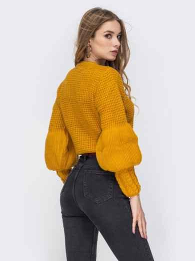 """Укороченый свитер с вязкой """"соты"""" и объемным рукавом горчичный - 42319, фото 2 – интернет-магазин Dressa"""