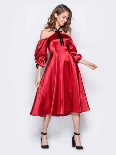Атласное платье красного цвета с открытыми плечами - 18108, фото 2 – интернет-магазин Dressa