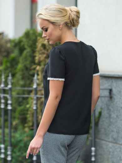 Черная блузка с v-образным вырезом и контрастной отделкой - 14297, фото 3 – интернет-магазин Dressa