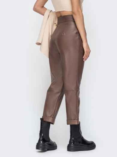 Коричневые брюки из эко-кожи с высокой посадкой - 44736, фото 3 – интернет-магазин Dressa