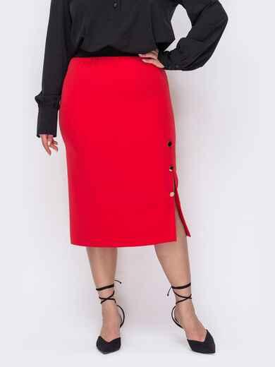 Красная юбка батал с разрезом сбоку и декоративными пуговицами 53619, фото 1