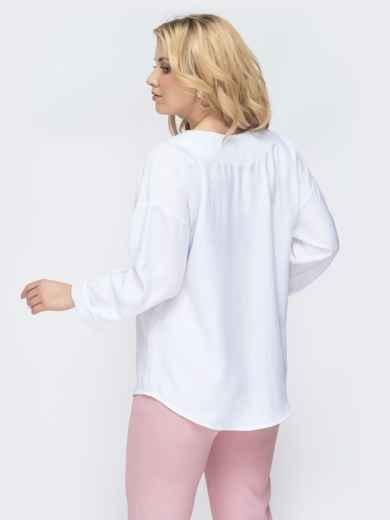 Свободная блузка батал с фигурным вырезом белая 45228, фото 3