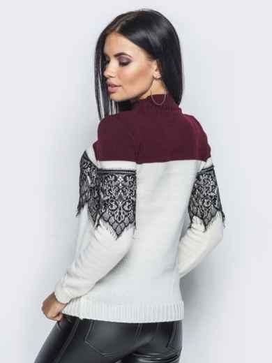 Бело-бордовый свитер с кружевом на полочке и на рукавах - 15991, фото 2 – интернет-магазин Dressa