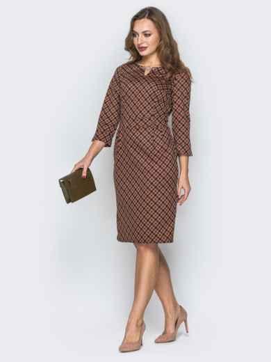 Горчичное платье со вшитым поясом и украшением - 19732, фото 2 – интернет-магазин Dressa