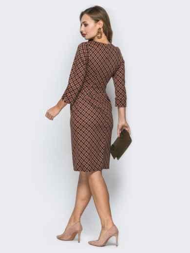 Горчичное платье со вшитым поясом и украшением - 19732, фото 3 – интернет-магазин Dressa