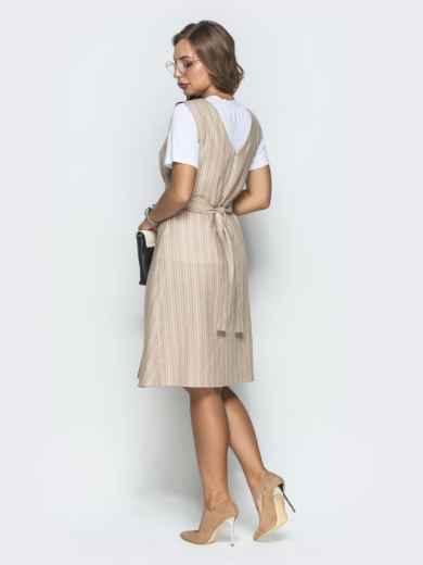 Платье в полоску с V-вырезом по спинке бежевое - 39864, фото 2 – интернет-магазин Dressa