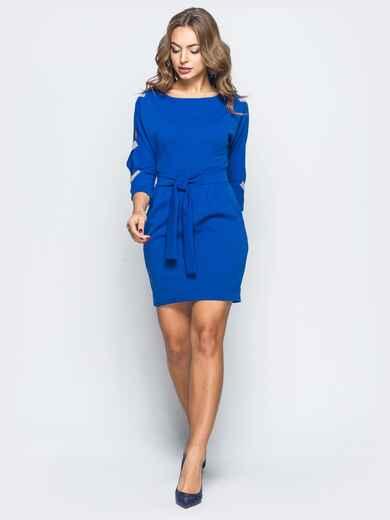 Платье синего цвета с разрезами и фурнитурой на рукавах - 17875, фото 1 – интернет-магазин Dressa