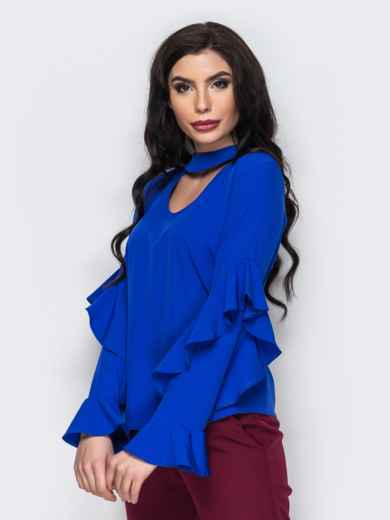3b7a7f04a8b Синяя блузка с воланами на рукавах и имитацией чокера 12257 – купить ...