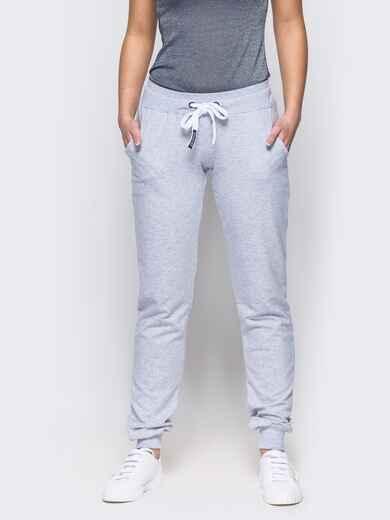 Спортивные брюки с кулиской и резинкой на поясе светло-серые - 12138, фото 1 – интернет-магазин Dressa