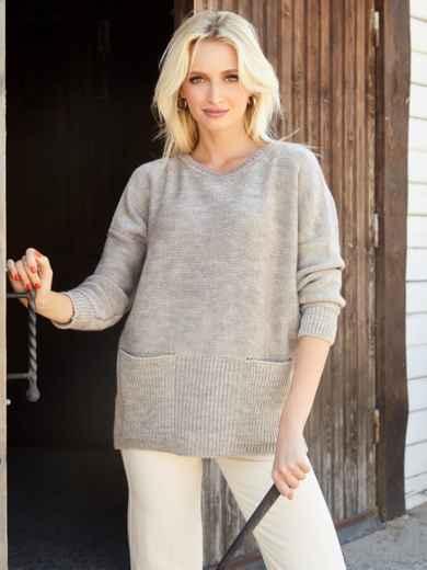 Бежевый свитер с вырезом лодочка и накладными карманами - 41060, фото 2 – интернет-магазин Dressa
