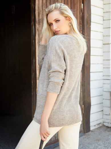 Бежевый свитер с вырезом лодочка и накладными карманами - 41060, фото 3 – интернет-магазин Dressa