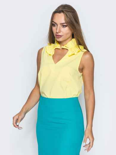 Желтая блузка с v-образным вырезом и оборкой на воротнике - 14312, фото 3 – интернет-магазин Dressa