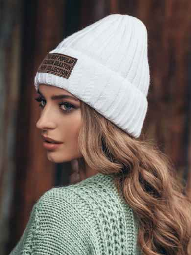 Белая шапка с отворотом и нашивкой - 15375, фото 3 – интернет-магазин Dressa