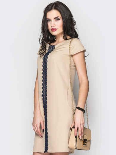Стильное платье А-силуэта с кружевом бежевое - 12593, фото 1 – интернет-магазин Dressa