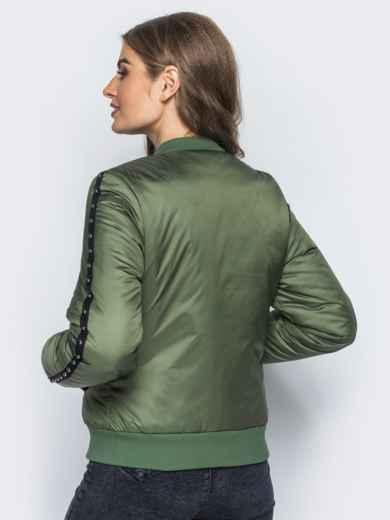 Демисезонная куртка цвета хаки с бусинами на рукавах и карманах - 14687, фото 3 – интернет-магазин Dressa