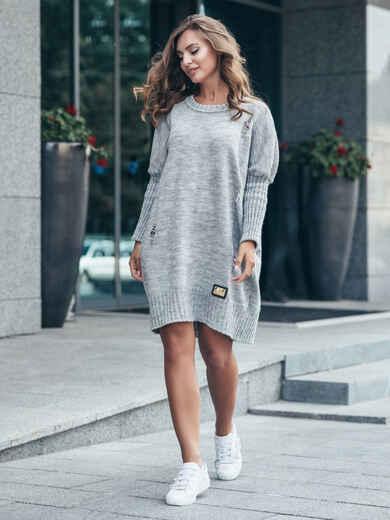 Серое вязаное платье с перфорацией и резинкой на рукавах - 17074, фото 1 – интернет-магазин Dressa