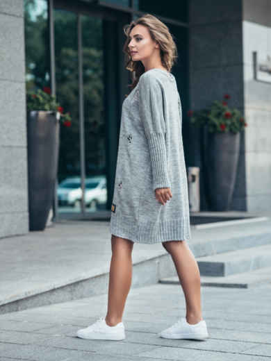 Серое вязаное платье с перфорацией и резинкой на рукавах - 17074, фото 2 – интернет-магазин Dressa