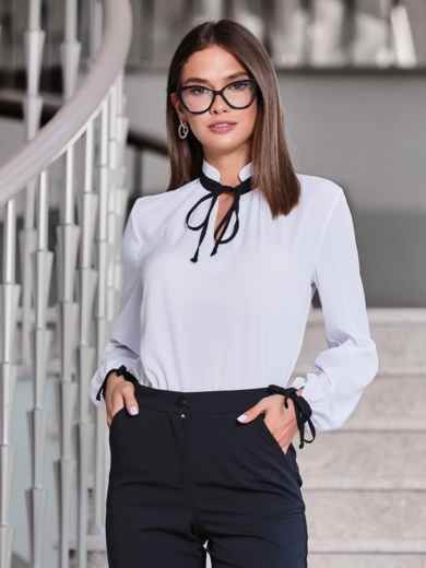 Белая блузка с контрастным воротником-стойкой на завязках - 40082, фото 2 – интернет-магазин Dressa