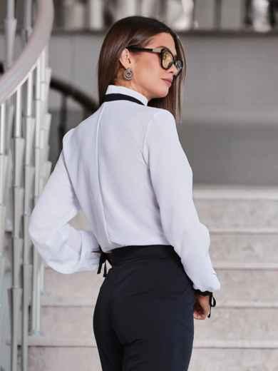 Белая блузка с контрастным воротником-стойкой на завязках - 40082, фото 3 – интернет-магазин Dressa