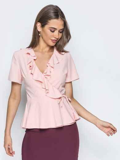 Пудровая блузка на запах с оборкой на груди - 13229, фото 2 – интернет-магазин Dressa