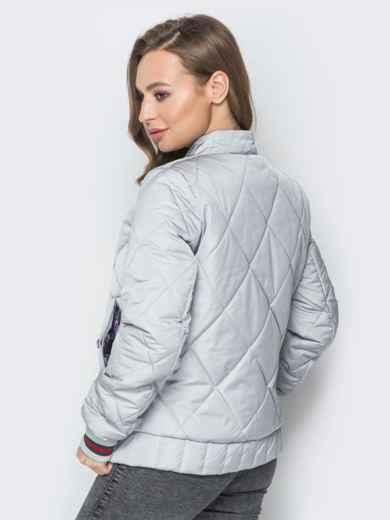 Стёганая куртка на кнопках с карманами серая - 20241, фото 3 – интернет-магазин Dressa