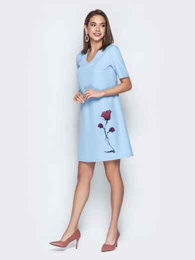 Голубое платье-трапеция с авторским принтом и V-вырезом 21043, фото 1