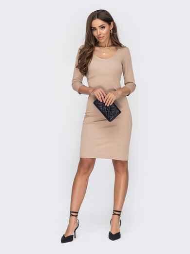 Обтягивающее платье до колен с овальным вырезом бежевое 53630, фото 1