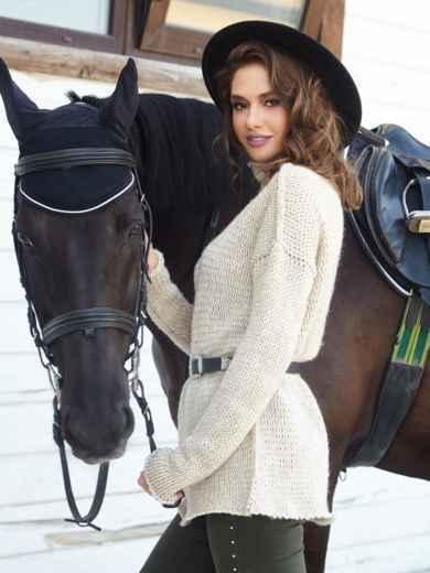 Удлиненный свитер с воротником-хомут бежевый - 41053, фото 2 – интернет-магазин Dressa