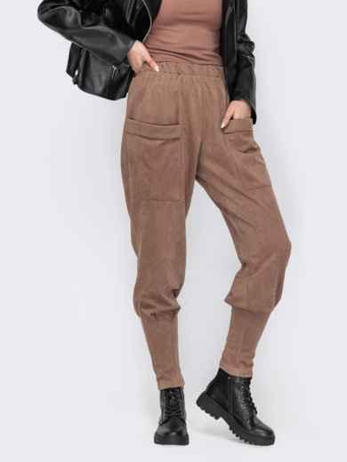 Зауженные брюки из замши с накладными карманами бежевые 53145, фото 1