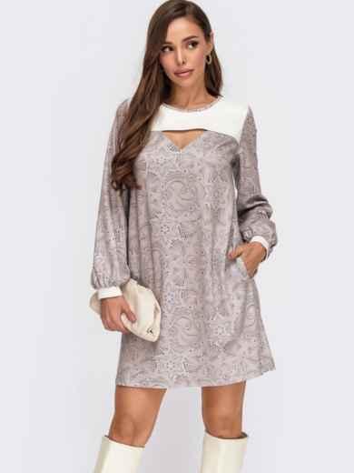 Короткое платье-трапеция с принтом и вырезом бежевое 55517, фото 1