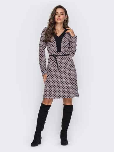 Платье прямого кроя с принтом и треугольным вырезом чёрное 50770, фото 1