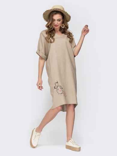Платье с вышивкой по низу и удлиненной спинкой бежевое 46752, фото 1