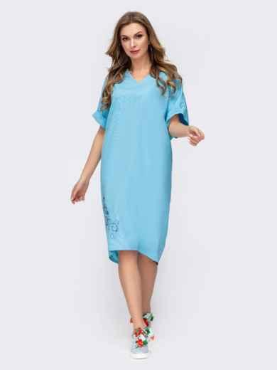 Платье с вышивкой по низу и удлиненной спинкой голубое 46753, фото 2